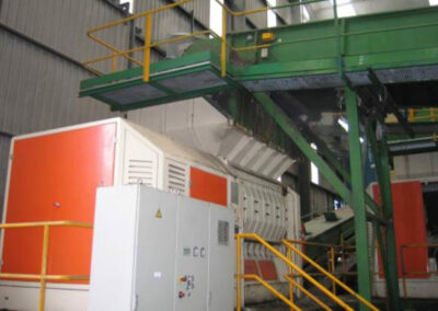 Conveyor belt and urban solid waste mill